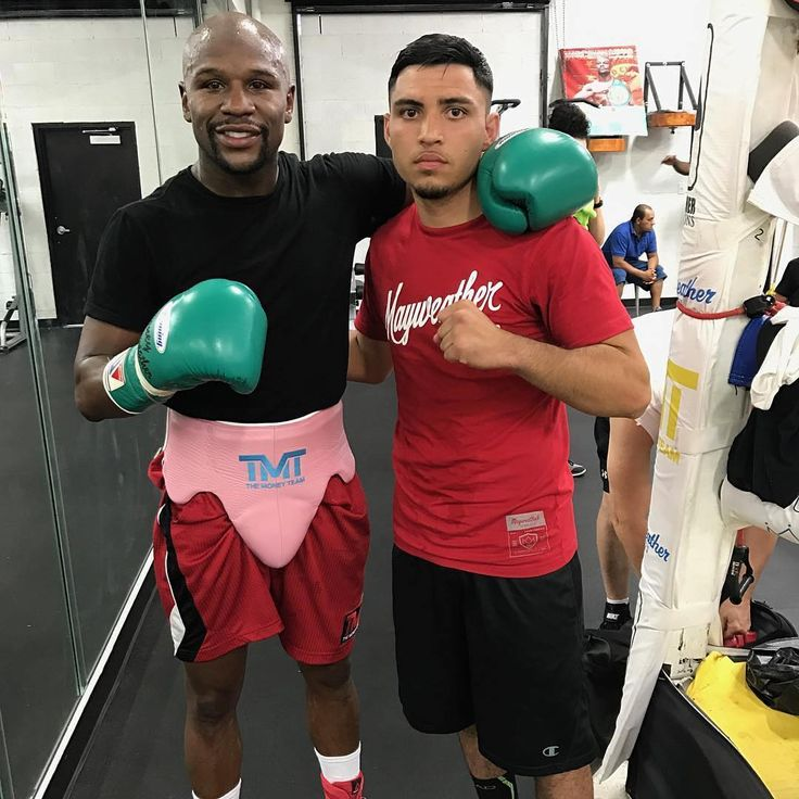 👊 Double tap and follow us 🔥  Floyd Mayweather 🇺🇸 in preparation for his upcoming fight against Conor McGregor 🇮🇪 @FightsBand ◀️ FOLLOW ▶️ @FightsBand  Tag your friends 😱 Отметь своих друзей  #boxingband #boxing #knockout #sport #ko #motivation #ufc #workout #training #mma #kickboxing #champion #muaythai #jiujitsu #fit #crossfit #fitness #strong #karate #abs #floydmayweather #themoneyteam #wwe #tmt #wrestling #gym #спорт #mayweather #fight  Флойд Мэйвезер 🇺🇸 начал подготовку к…