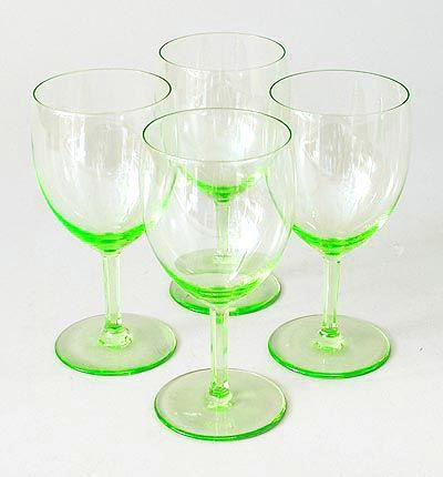 """Uranium-green white wine glasses (4x) of the service """"Gilde"""" with facet cut stems, design A.D.Copier 1930, executed by Glasfabriek Leerdam / the Netherlands"""