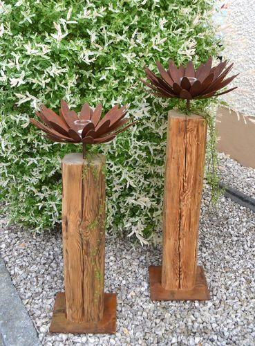 Altholzbalken mit Edelrost Blume und Glaswindlicht…