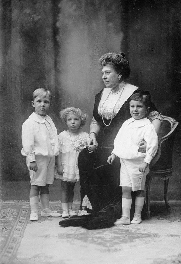 Princess Beatrice and her Spanish grandchildren.