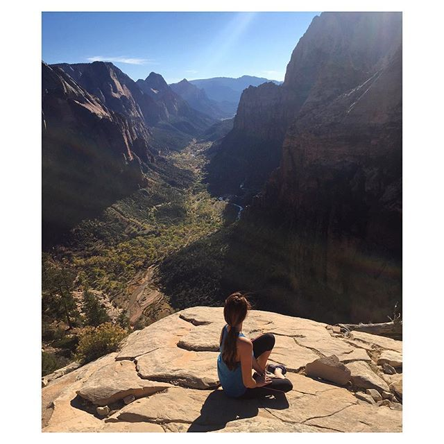 I hiked to where the angels land, see my post about the journey, the links in my bio 😋🌞 #Zion #hiking #blog #travel #blogger #wanderlust #view #photography #pictureoftheday #instadaily #instagood #travelgram #scene