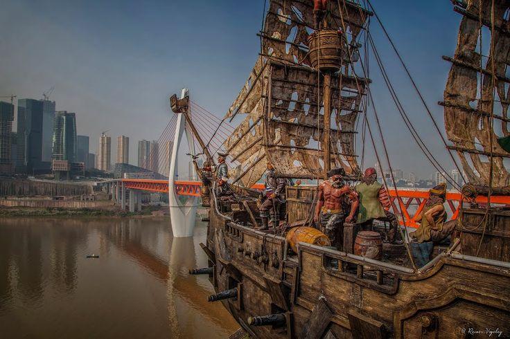 Asien, China, Chongqing: Piratenschiff am Jialing Fluß
