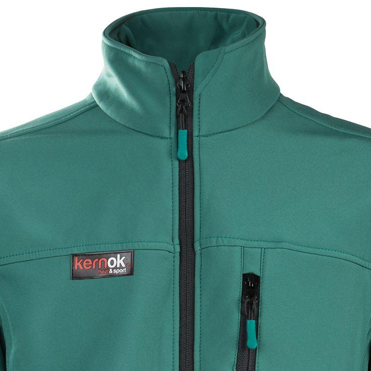 Chaqueta verde de HeatSports, realizada con       técnica neck joint.