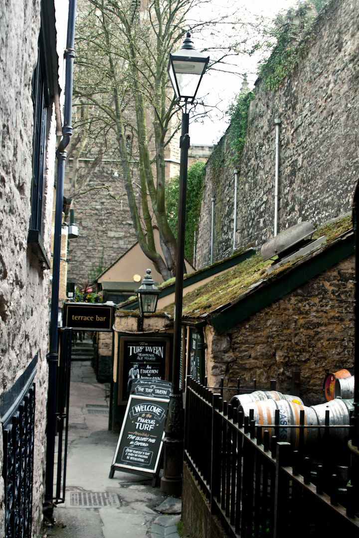 Hidden pub called the Turf Tavern in Oxford, England