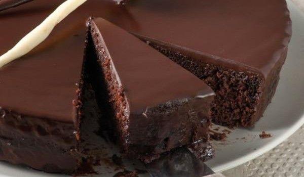 Πανεύκολη σοκολατόπιτα..τα λόγια είναι περιττά!!!
