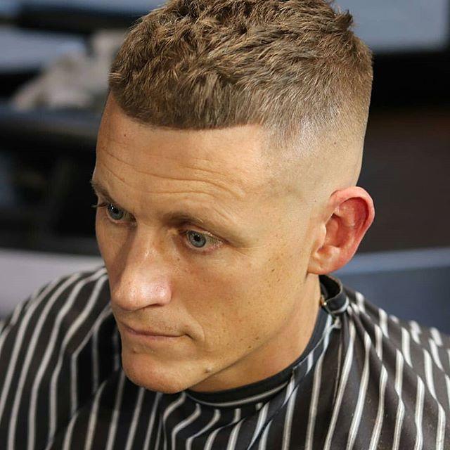 Männer boxerschnitt Boxerschnitt Frisur