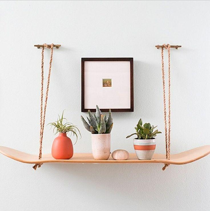Skateboard shelf #recycledinterior #wallshelf #livingroom #homedecor #creativedecor