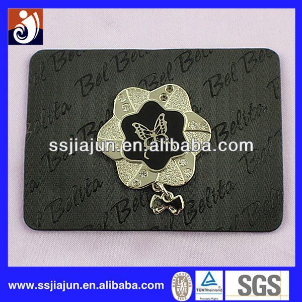 Moda custom em relevo etiqueta de couro para o vestuário-imagem-Etiquetas de tecido para roupas-ID do produto:1737351909-portuguese.alibaba.com