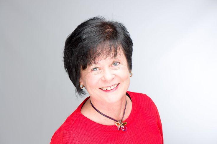Maarit Rossi tekee suomalaisten opettajien ammattitaitoa tunnetuksi maailmalla. Opettaja sivuun ja oppilaat ratkaisemaan tehtäviä yhdessä.