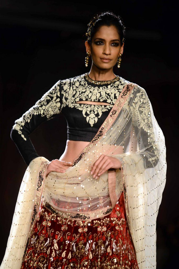 Anju Modi for Delhi Couture week 2014. #perniaspopupshop #divine #exquisite #designer #label #love #AnjuModi #coutureweek #Delhi #2014 #style #fashion #graceful #Indian #aesthetic #artistic #embroidery