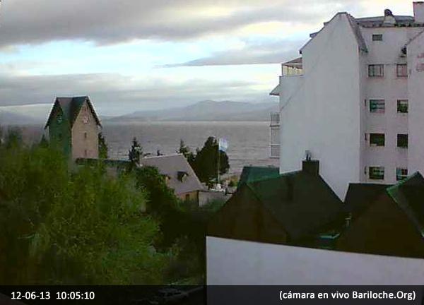 Miércoles frío en Bariloche! La mínima será de 3º y la máxima de 12º. Por la tarde lluvia. 18 y 19 de Junio se pronostica Nieve! Pronóstico extendido: http://www.bariloche.org/clima/  Imagen actual, centro cívico. Cámara en VIVO Bariloche.ORG:
