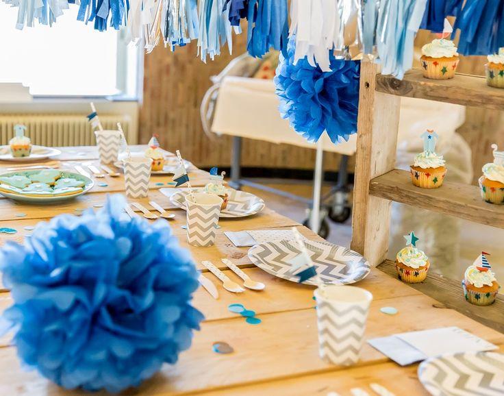 babyshower boy, pom poms, confetti, chevron plates and cups, paper straws, cupcake set, tassel garland. www.happilyeverafterdeco.nl
