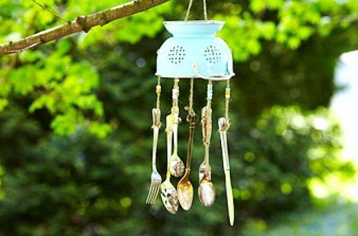 carillon éolien avec des fourchettes et cuillères