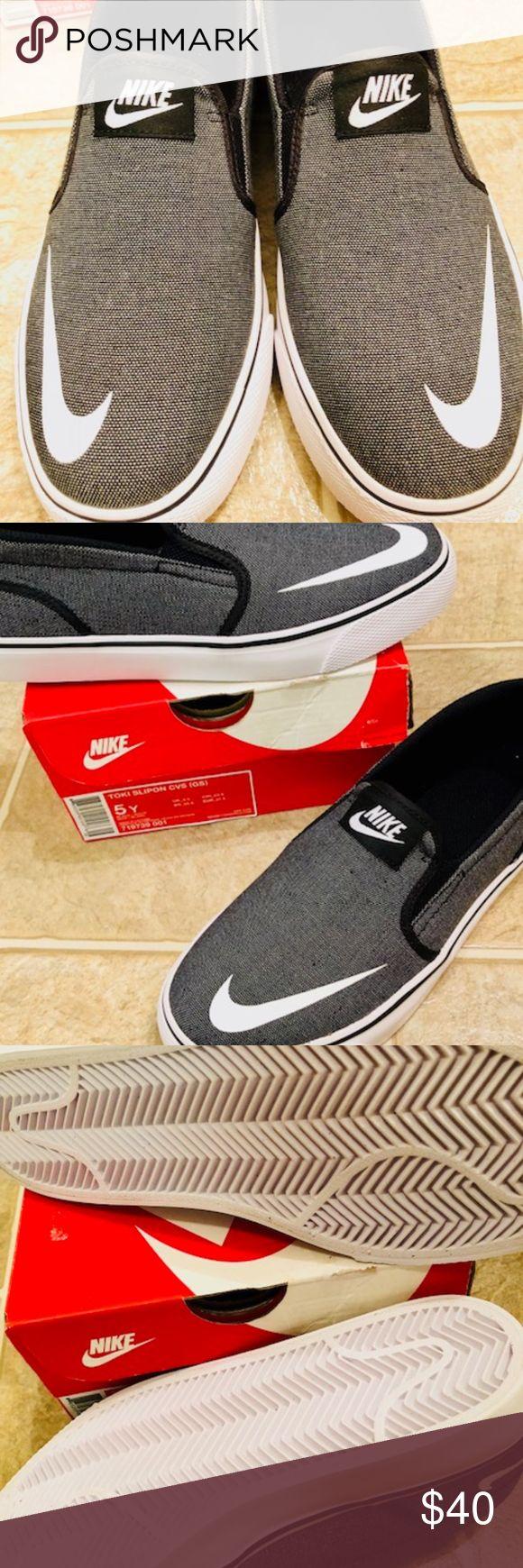 New Boys Nike Toki SlipOn New Boys  Nike Toki SlipOn Grey & White with Black Size 5 Youth Smoke & Pet Free Nike Shoes