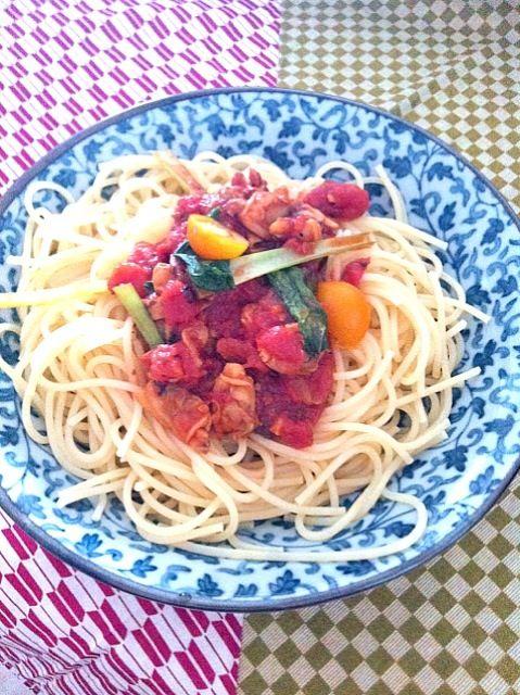 黄色いミニトマトはダンナが栽培したものー( ̄ー ̄) - 14件のもぐもぐ - 休日ランチ ソースのスパゲッティーニ  spaghetti with tomato sauce by yoshiee mizutani