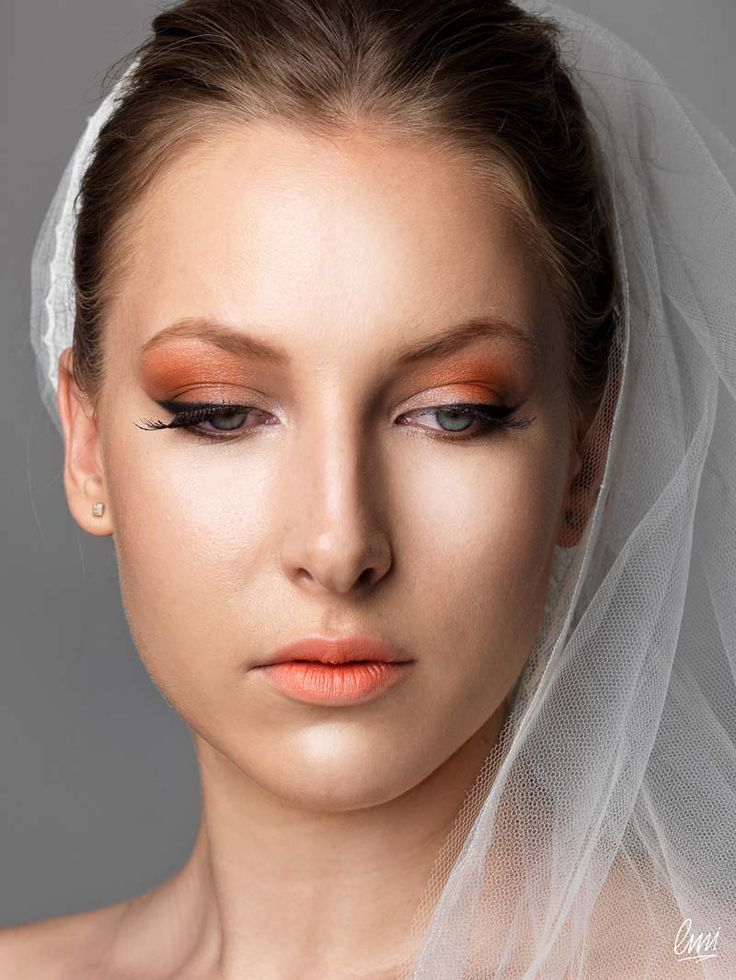 A beautiful bridal makeup with eyeliner! From LMI students, professional photo shooting!