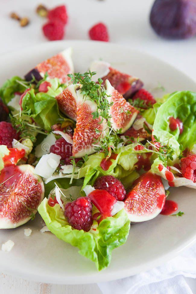 Verse vijgen salade met geitenkaas en frambozen -- met  frambozen dressing.