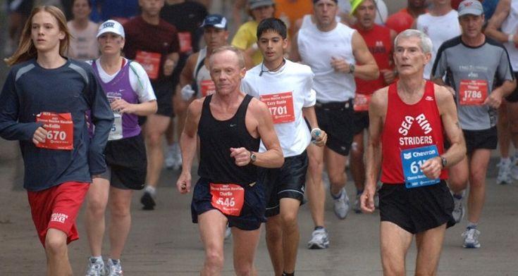 Muchos llegan al running buscando escapar del estrés, otros lo hacen por indicación médica y no son pocos los que se calzan las zapatillas convencidos de que correr los ayudará a dejar de fumar, ba…