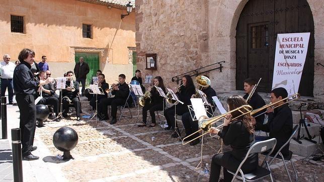 Escenarios musicales en Campo de Criptana By @MiriamAngulo1 #peritic