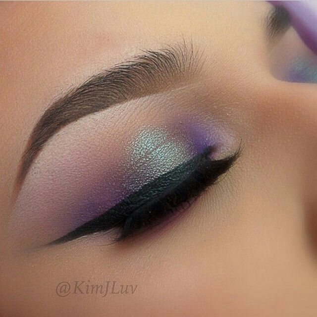 Need to see if I have a holographic shadow like this for the middle, pretty sure there's one in a UD palette somewhere