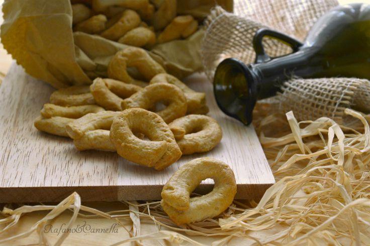 I taralli scaldati pugliesi, oltre ad essere l'orgoglio di questa regione, sono uno snack gustosissimo e sempre apprezzato.
