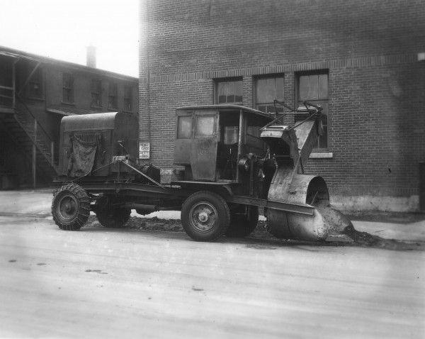 Saviez-Vous que la première Souffleuse à Neige a été inventer à Montréal ?   Atelier Jean Guglia et Fils Enr.