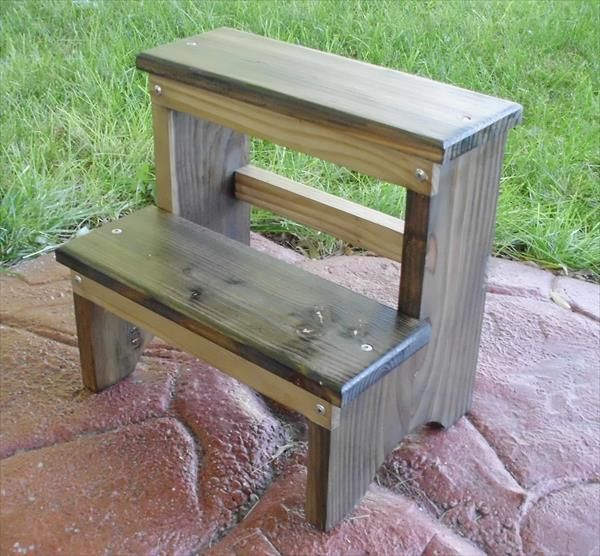 DIY Pallet Step Stool/Outdoor Bench | 101 Pallets
