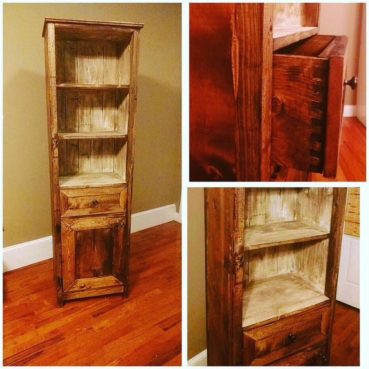 Para mi madre.  Used Early American miniwax stain for the base then used antique white chalk paint for the inner shelf.  I roughened the chalk paint with 60 grit and then topped that with special dark wax from miniwax.  Another mini-hutch under the belt.  #woodworking #wood #woodworker #woodwork #hutch #miniwax #chalkpaint #diy #homemade de sonoflumber