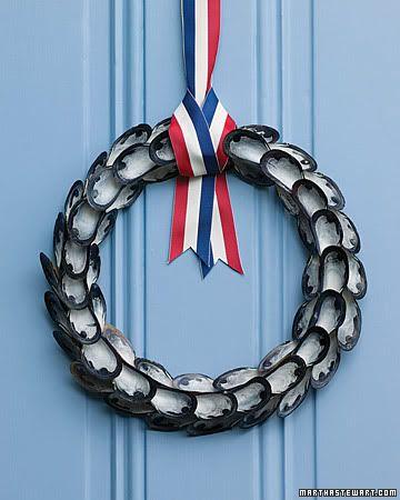 60 shell crafts: Crafts Ideas, Beaches House, Shells Crafts, Diy Crafts, Seashell Crafts, Martha Stewart, Shells Wreaths, Oysters Shells, Mussels Shells