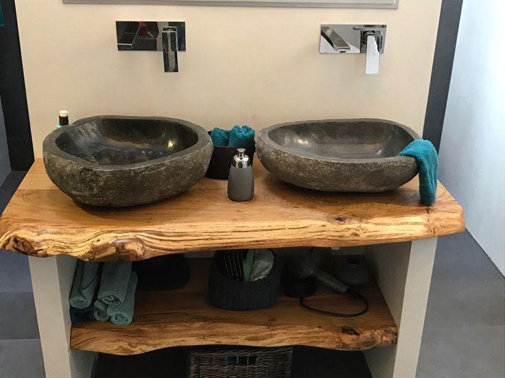 Badezimmer / Waschbecken / Waschtischplatte / Waschtisch aus Eichenholz mit Naturkante www.holzwerk-hamb… –  – #badezimmerideen