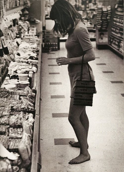 Most food large chain food stores have no barefoot policy.: Ron Galella, Malibu 1968, Juliechristie, Julie Christie, Photo, Groceries Barefoot, Christie Shopping