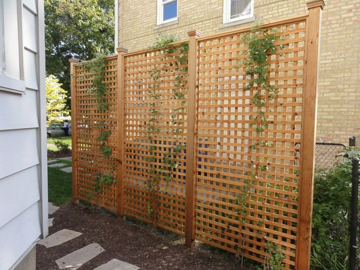 backyard screens | ... Outdoor Home Design Ideas With Light Brown Solid Wood Lattice Screen