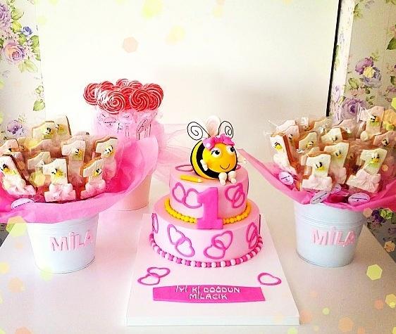 By burcin birdane-cookies-bee-lovely things- birthday cake-event-party cake- butik pasta-kurabiye-arı maya- şeker hamuru-istanbul-turkey-pink-1th age