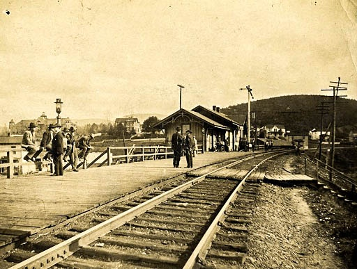 An early picture of the Basic City Railroad Station. In the background on the left the Brandon Hotel can be seen, or as it is known today, Fairfax Hall.