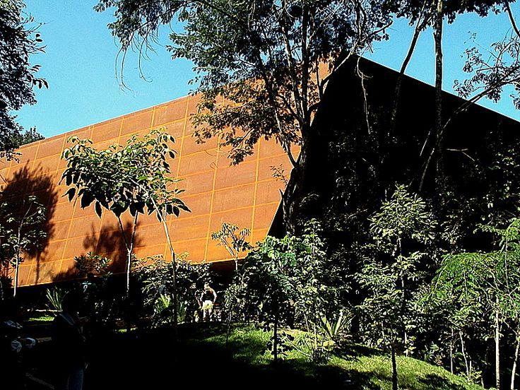 Galeria Miguel Rio Branco, 2010 - Cobertura de chapas de aço com efeito enferrujado - deslumbrante.