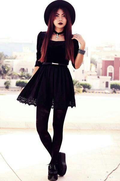 Wie Goth anziehen? 12 süße Gothic Styles Outfits Ideen