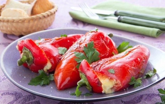 Πιπεριές Φλωρίνης γεμιστές με κοτόπουλο - iCookGreek
