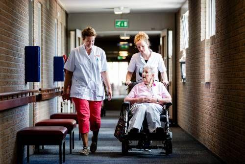 Meer tijd, aandacht en vaste medewerkers voor bewoners verpleeghuizen