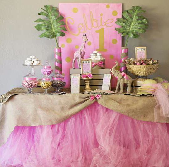 Beautiful safari theme birthday, perfect decorations for a girl jungle baby shower.