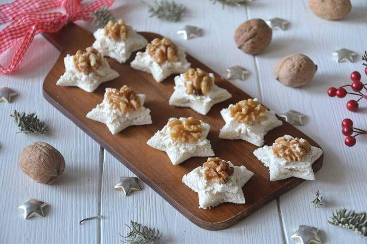 Tartine alle noci, scopri la ricetta: http://www.misya.info/ricetta/tartine-alle-noci.htm