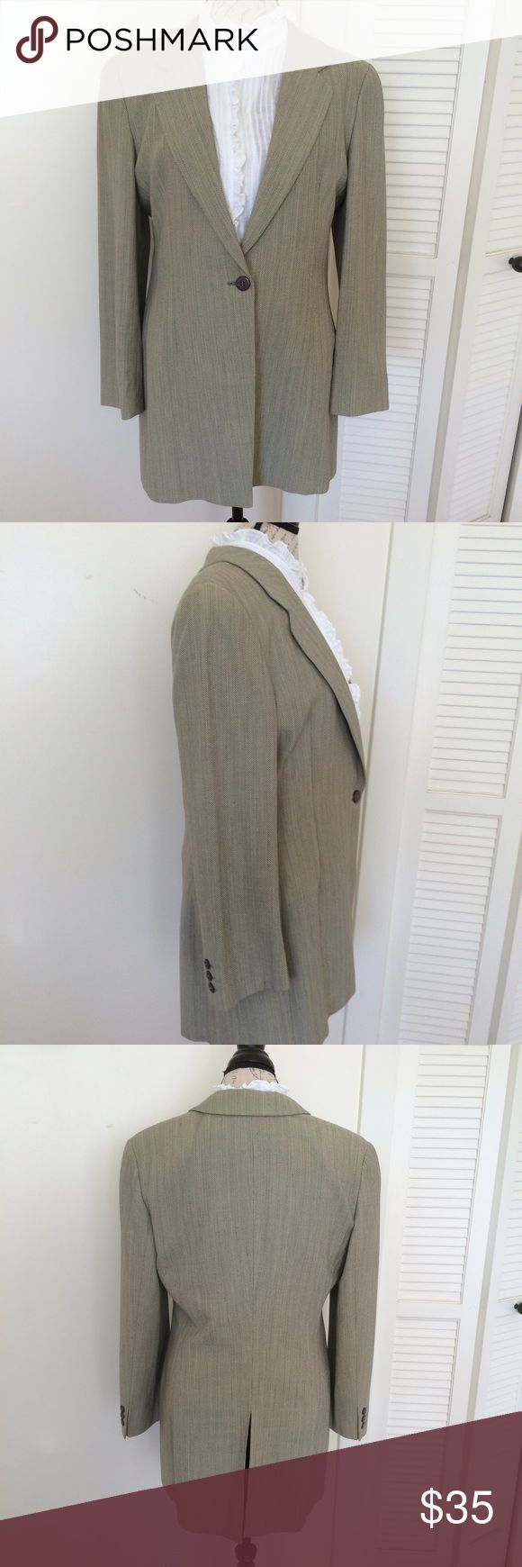 """Vintage Joan & David light wool blazer Joan & David 100% light wool blazer. Styled as a """"riding jacket"""". Gently worn, in excellent condition. This blazer is perfectly tailored and is high quality, with a back slit, single button. Made in Italy. Joan & David Jackets & Coats Blazers"""