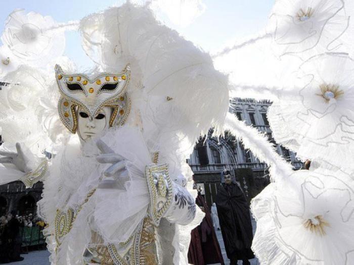 Венецианский карнавал костюмы с плащами