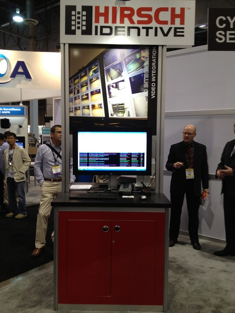 "Hirsch Identive showcases its ""Mobile Touch to Open"" solution at ISC West.     android mobile security"