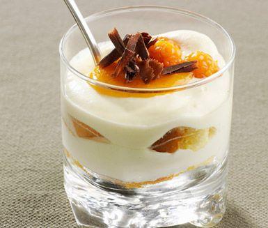 Ett annorlunda recept på tiramisu med inspiration från Jämtland. Du gör desserten av bland annat grädde, kesella, ägg, sockerkaka, hjortronlikör, kaffe, hjortron och choklad. En oemotståndligt god efterrätt!