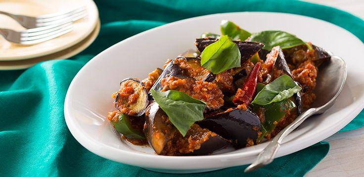 お好みで、パスタやごはんに合わせても果皮も果肉も固めで、煮込んでも食感がよく、味をしっかりと吸ってくれる「イタリア長なす」の特長を生かした、フライパン1つで作れる一皿です。辛さは唐辛子の量で調整できま