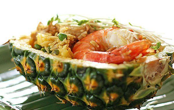 Arroz tailandês no abacaxi - Vix