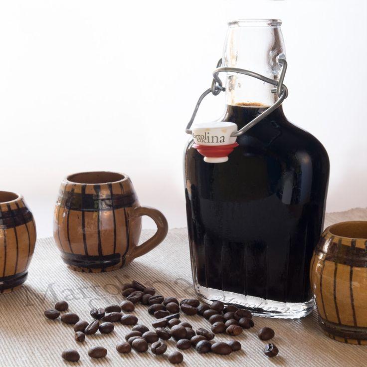 Buonissimo, facilissimo, perfetto anche come regalo di Natale questo liquore al caffè e vaniglia.