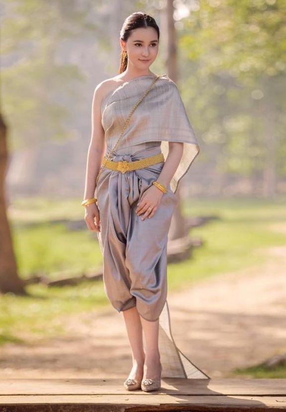 Traditional Thai Dress [Rama 5 era fashion]