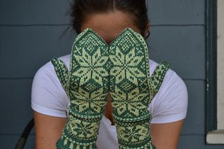 Snowy Woods Mittens by Hannah Malenfant - free