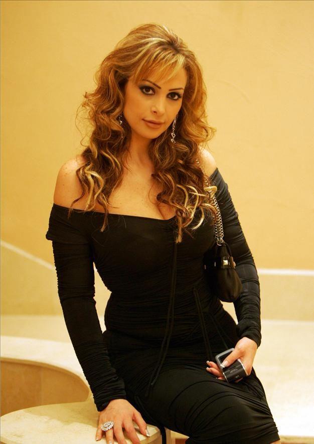 Amal Hijazi es una cantante libanesa modelo, y el icono del pop. Actualmente es uno de los cantantes libanesas más activos y ha dado una serie de conciertos en todo el mundo y ha hecho innumerables apariciones de televisión.